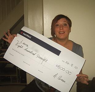 Laura L won £ 800